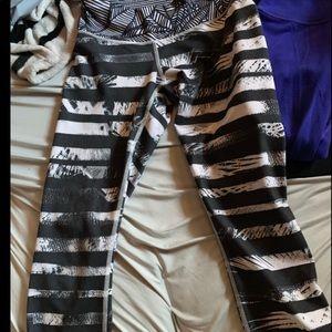 Cropped Lululemon pants size 4